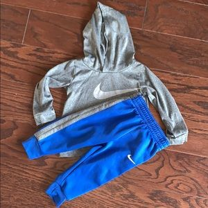 Nike Dri-fit set. Boy size 18 months.